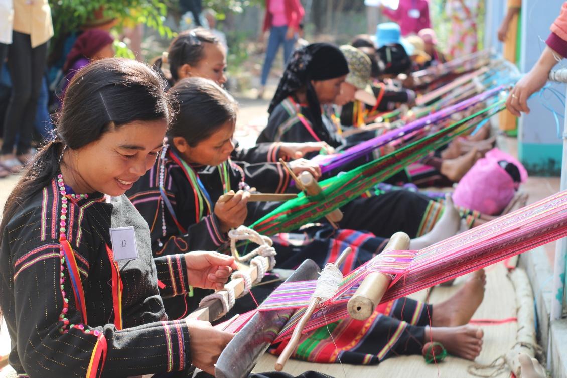 Những sản phẩm của nghề dệt thổ cẩm Chăm vẫn còn nguyên vẹn cho đến ngày nay cũng sẽ là những món quà ý nghĩa.
