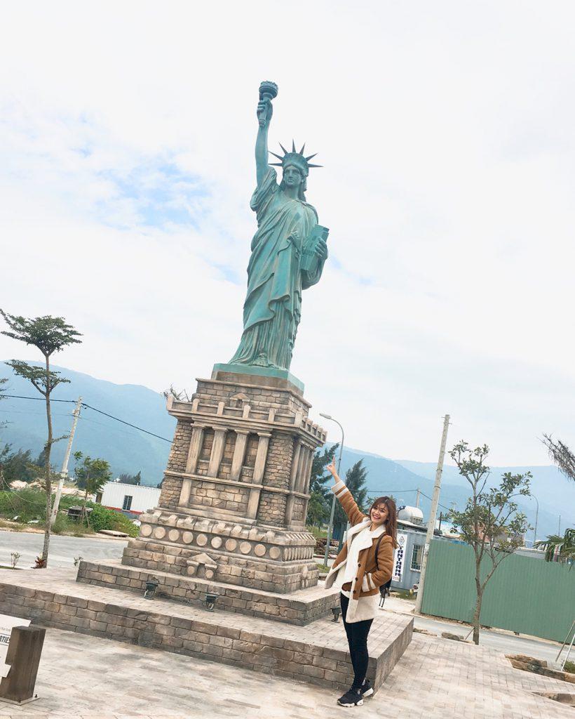 Nữ thần tự do của New York tại công viên 7 kỳ quan thế giới.
