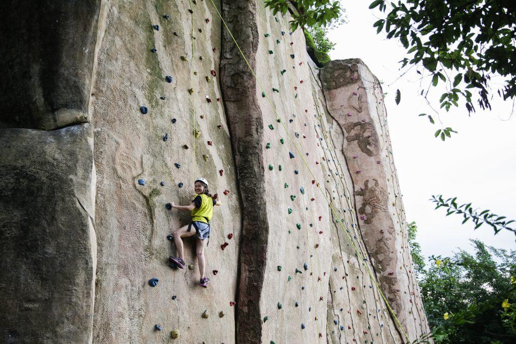 Leo núi tại Madagui mang lại cảm giác chân thực.