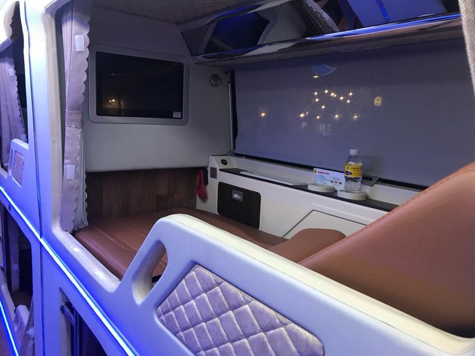 Xe Thành Bưởi Limousine đi Đà Lạt.