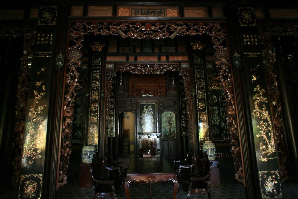 Kiến trúc là sự pha trộn giữa hai nền văn hóa Đông và Tây.