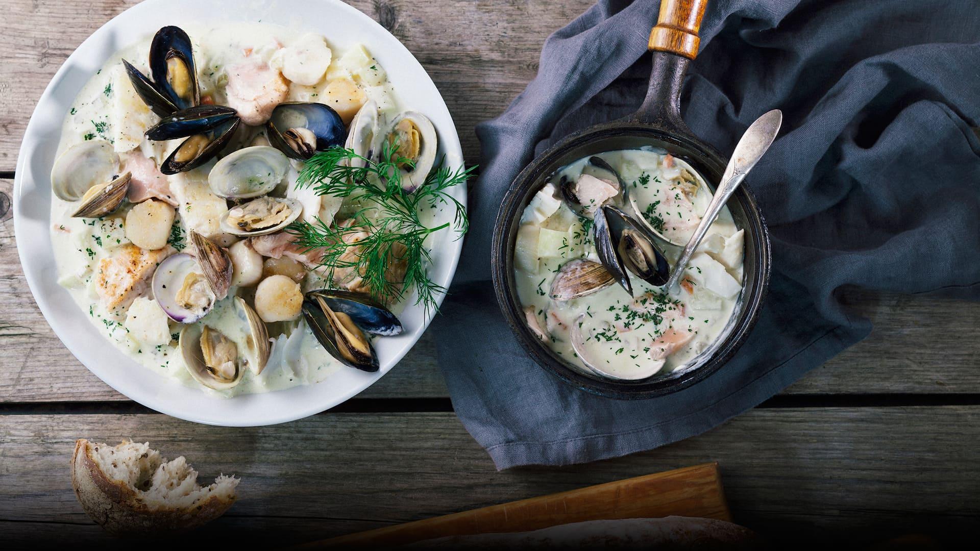 Đi biển Tân Thành, ghé các quán ăn hải sản sát bên bờ thưởng thức những món ăn chế biến từ nghêu.