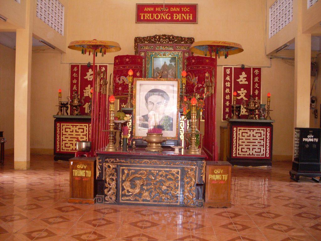 Viếng thăm đền thờ người anh hùng Trương Định ở Gò Công.