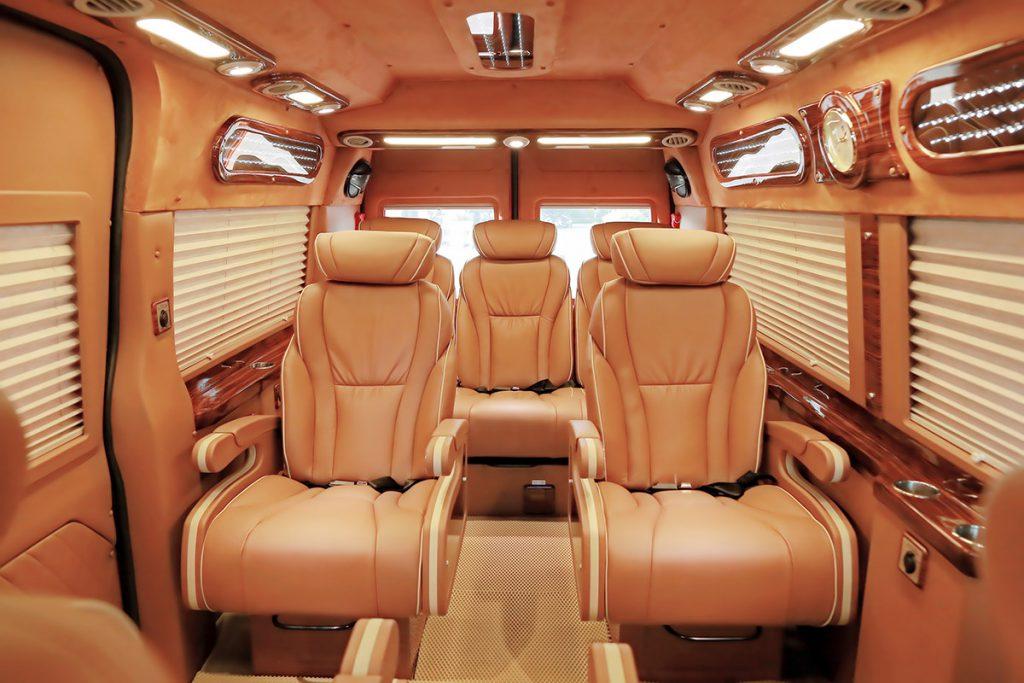 Xe Sao Việt Limousine đi Sapa dạng ghế ngồi.