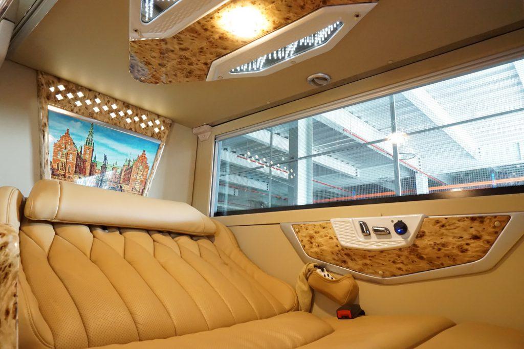 Xe Sao Việt Limousine đi Sapa dạng giường nằm.