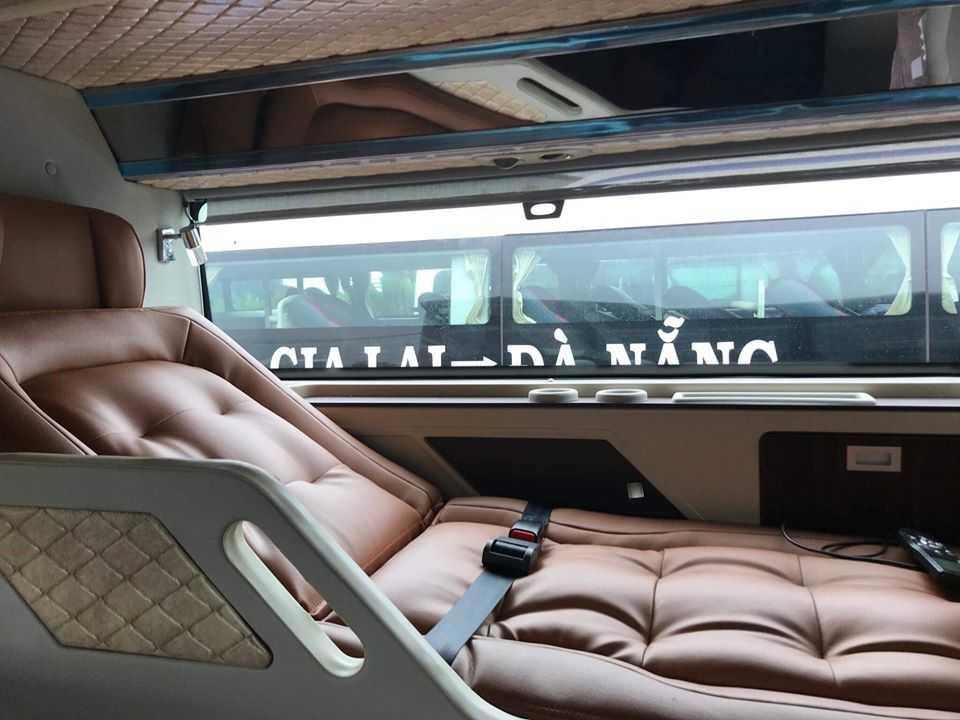 Mỗi giường nằm tạo không gian riêng tư cho mỗi hành khách.