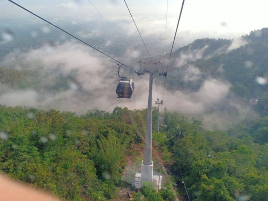 Chinh phục núi Núi Chứa Chan Gia Lào bằng cáp treo