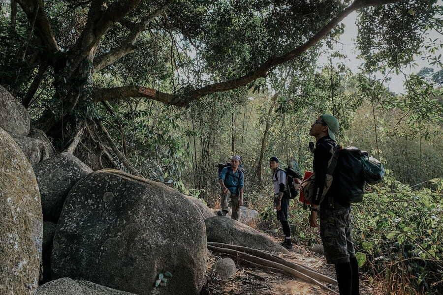 Chinh phục núi Núi Chứa Chan Gia Lào bằng đường chùa (Nguồn: Hội Leo Núi)